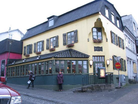 Quaint Caruso in Reykjavik