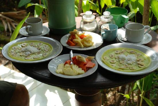 Pramesti Bungalows: breakfast time!