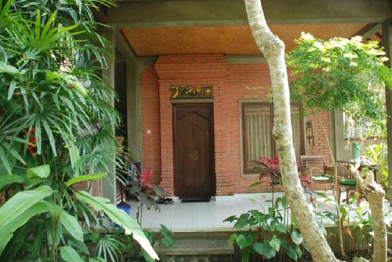 Pramesti Bungalows: room 6