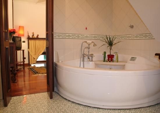 Re di Napoli Bed : bagno con vasca idro