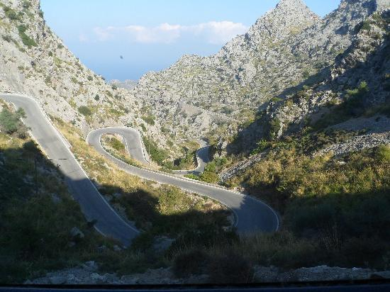 No Frills Excursions: The mountain road