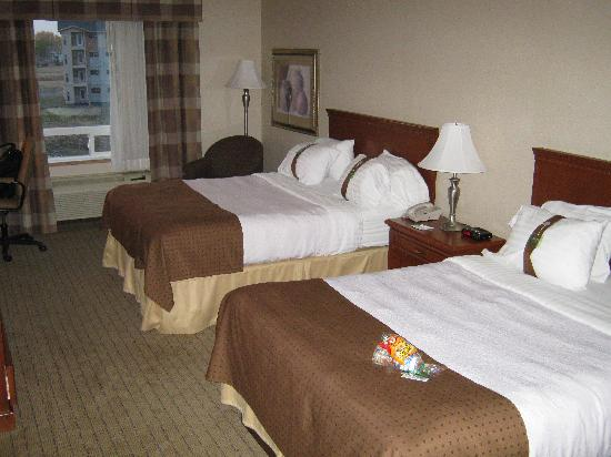 Holiday Inn Hotel & Suites Regina: beds
