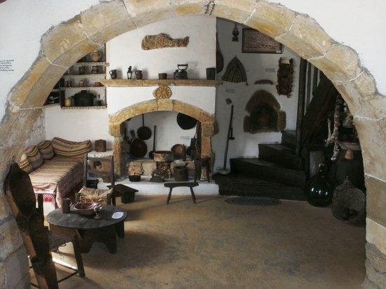 Λυχνοστάτης Μουσείο Παραδοσιακής Ζωής & Λαικού Πολιτισμού: Farmhouse