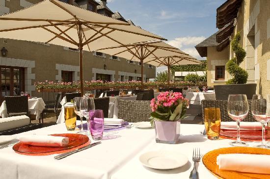 Hotel La Croix Blanche Fontevraud: Terrasse Le Plantagenet restaurant terrace