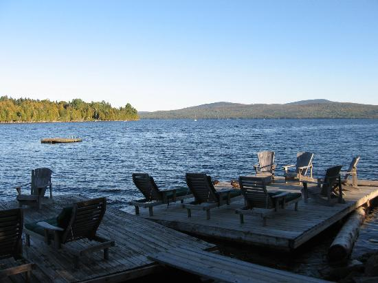 Hunter Cove Cabins on Rangeley Lake: Great views from the dock!! We enjoyed kayaking in and out of the cove.