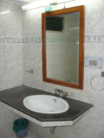Ajaya Hotel : bathroom