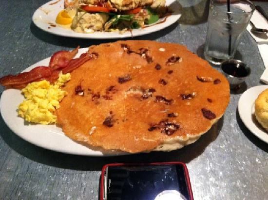 Hash House A Go Go: The huge snickers pancake (that's a Droid thunderbolt below the plate for a reference to the siz