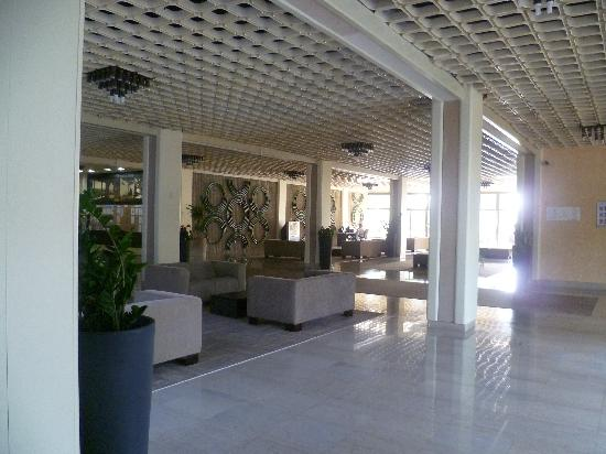 Pical Hotel: The well maintained lobby