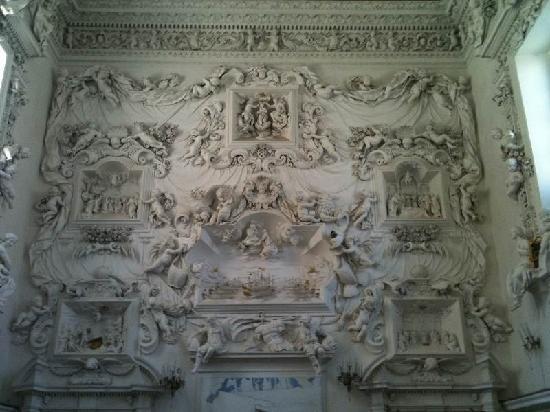 Oratorio di Santa Cita : muro di stucchi di panna