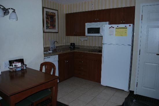Residence Inn Toronto Airport: cucina
