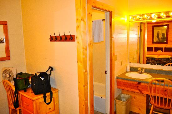 Whittaker's Motel and Historic Bunkhouse : room 4