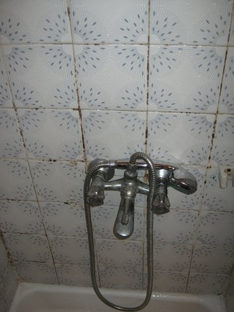 ‪‪Sipahi Hotel‬: rusty shower faucet‬