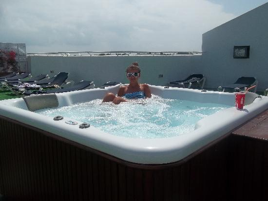 Sol Cala d'Or Apartamentos: the hot tub, this was on the top of the building, ask if you cant find it.