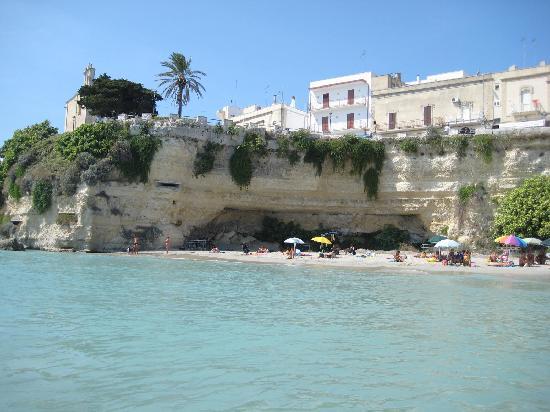 Otranto Mon Amour : plage au bas de l'immeuble