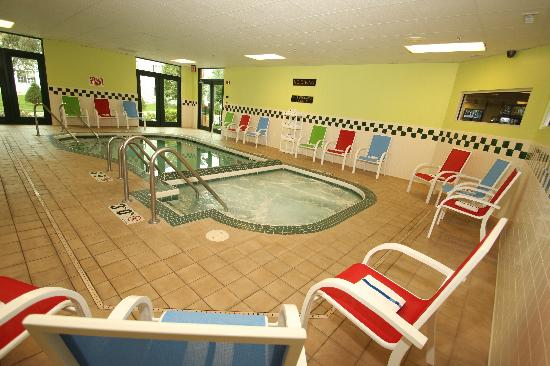 GrandStay Hotel & Suites Appleton-Fox River Mall : Pool