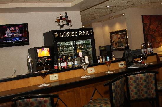 GrandStay Hotel & Suites Appleton-Fox River Mall : Bar
