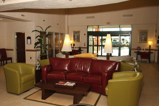 GrandStay Hotel & Suites Appleton-Fox River Mall: Lobby Back