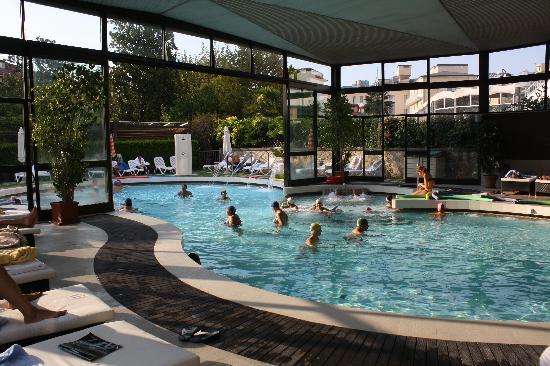 La piscina foto di igea suisse hotel terme abano terme tripadvisor - Hotel mioni pezzato ingresso piscina ...
