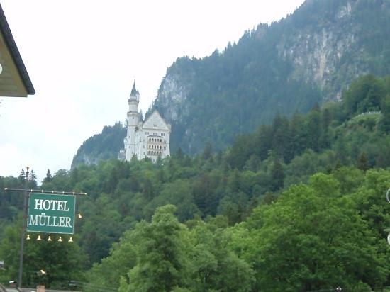 ปราสาทนอยชวานชไตน์: el castillo desde el hotel Muller