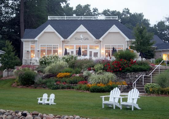Bay Pointe Inn & Restaurant: Terrace Grille at Bay Pointe Inn