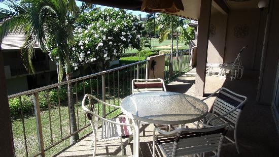 Maui Eldorado : View of golf course and pretty tree