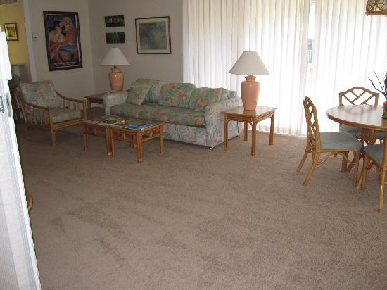 Maui Eldorado : View of living/dining room with couch.