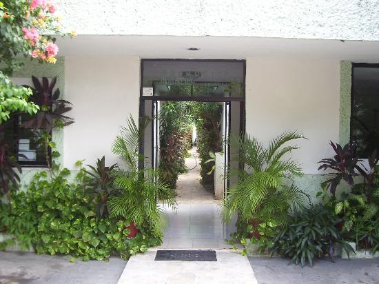Aventura Hotel: Puerta Entrada