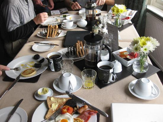 The Hazelton Guest House: wonderful breafasts every morning!