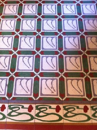 Casa Mexilio Guest House: tile floor 2