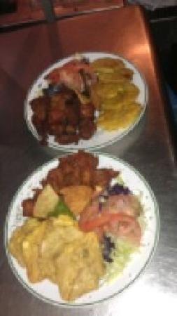 Kikita Beach Bar & Grill : Carne Frita y Chicharrones de Pollo
