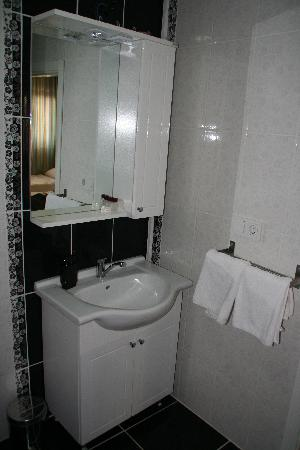 A'la House: bathroom