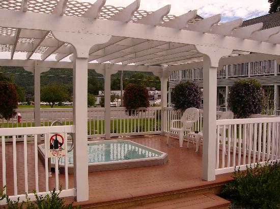 Quality Inn Lake George: Relaxing hot tub