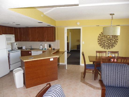Wyndham Santa Barbara: One bedroom kitchen