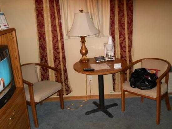 Americas Best Value Inn: sitting area
