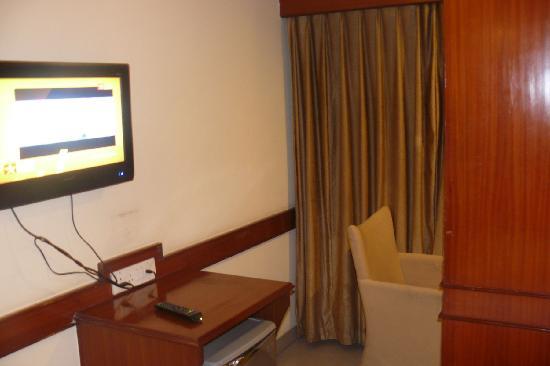 Hotel Nandhini Minerva Circle: TV