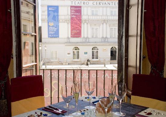 Restaurante La Reina Zingara: Vistas al teatro Cervantes