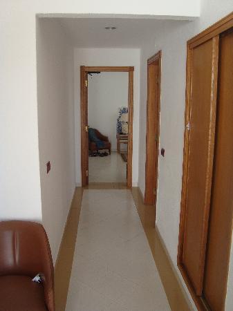 Hotel Apartamentos do Golf: Hallway In Our Apartment