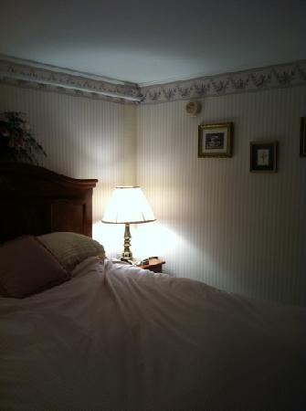 Eastman Inn: room