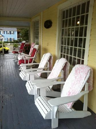 Eastman Inn: patio