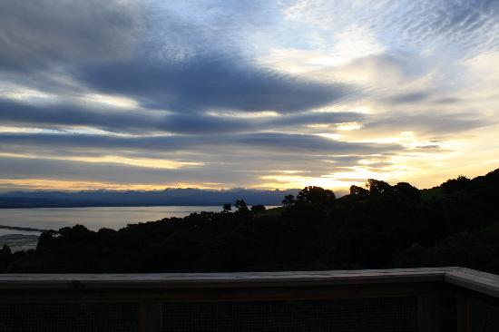 Harris Hill Cottages : Sunset from the deck