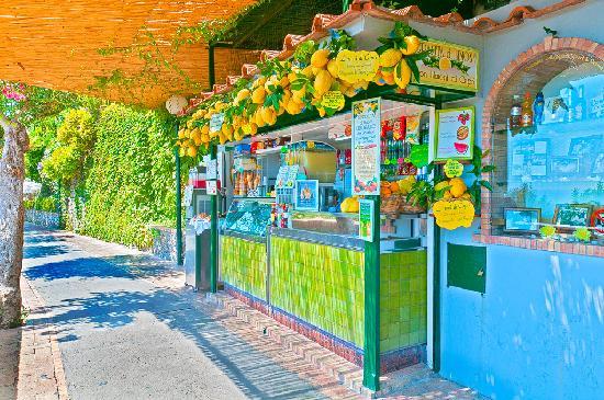 Grand Hotel Vesuvio: lemoncello anyone ?