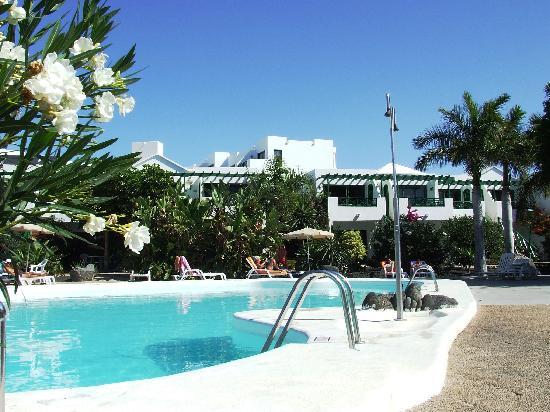 Lomo Blanco Apartments: la piscina dell'unità A
