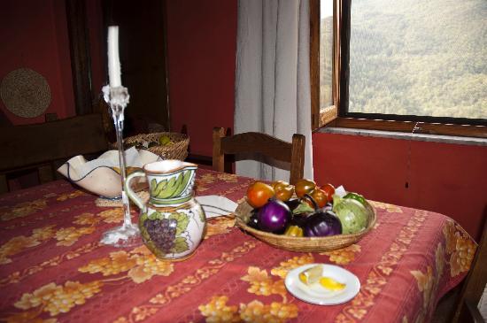 Casa Moretti: tavolo