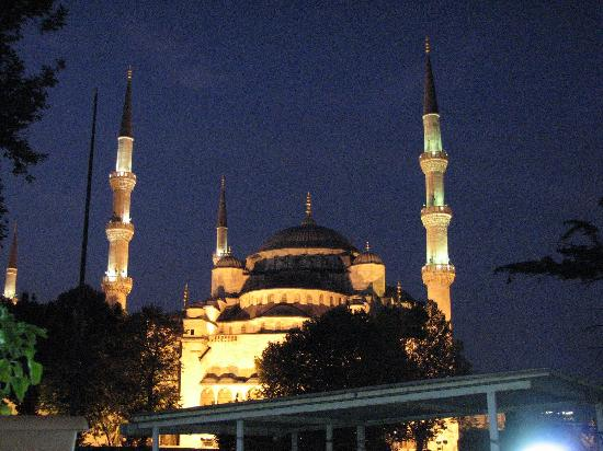 Basileus Hotel: Dining near the Blue Mosque