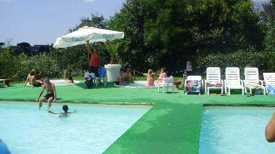 ‪‪Camping Village Roma‬: Pool area‬