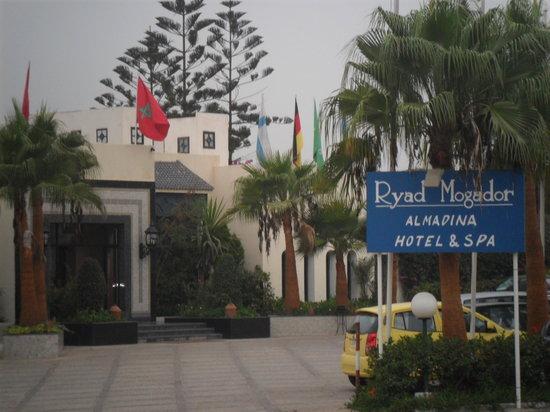 Ryad Mogador Al Madina: Front of hotel