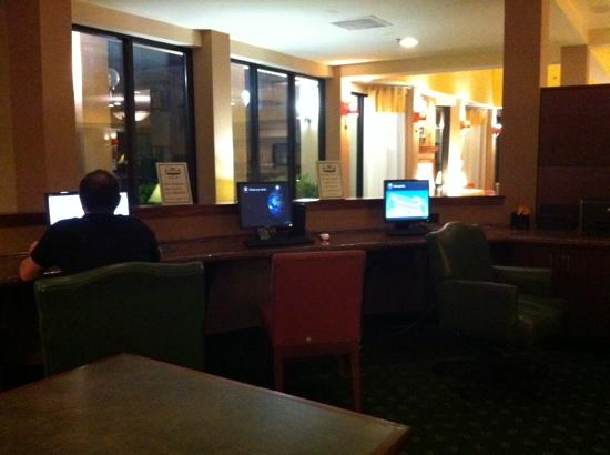 Courtyard by Marriott Memphis Airport: business area