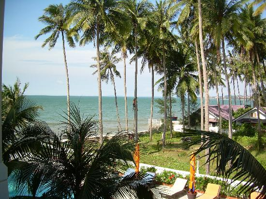 Grace Boutique Resort: view of beach