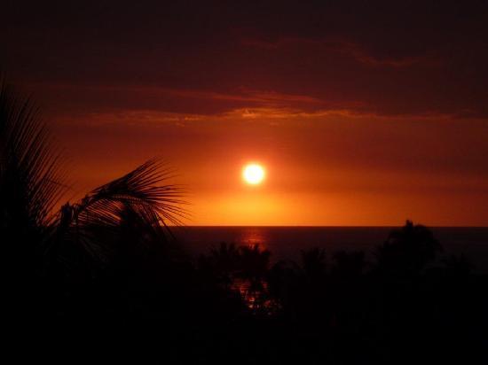 Kona Coast Resort: Sunset from the lanai