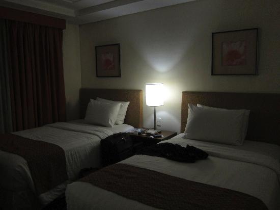 Crown Regency Hotel Makati: Single Beds